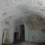 Sala terrena, z dekoracjami z XVII wieku - schnie i oczekuje na zabiegi konserwatorskie.